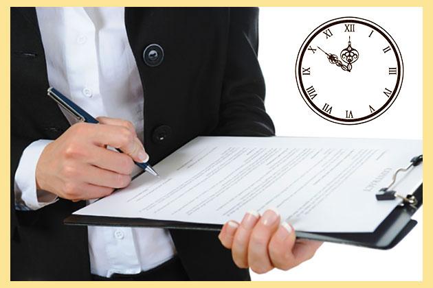 Человек с документами и часы