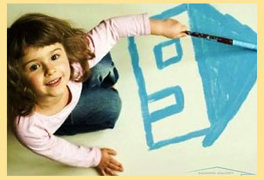 Ребенок рисут дом