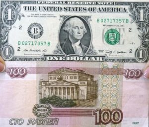 Доллар и 100 рублей