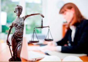 Статуя в суде