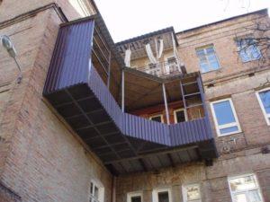 Огромный незаконный балкон