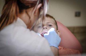 Лечение ребенку зубов