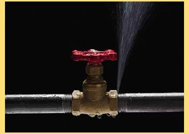 Прорыв воды в трубе