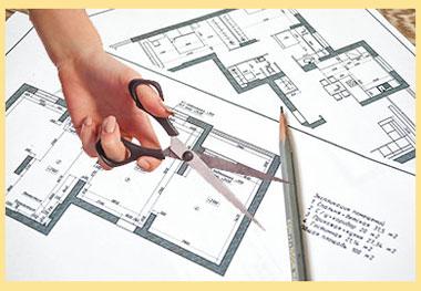 Планировка и рука с ножницами