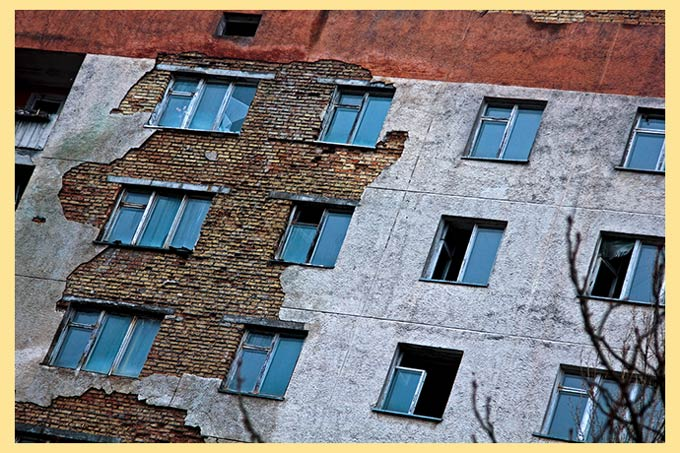 Нежилые разрушающиеся дома