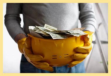 Строительаня каска с деньгами