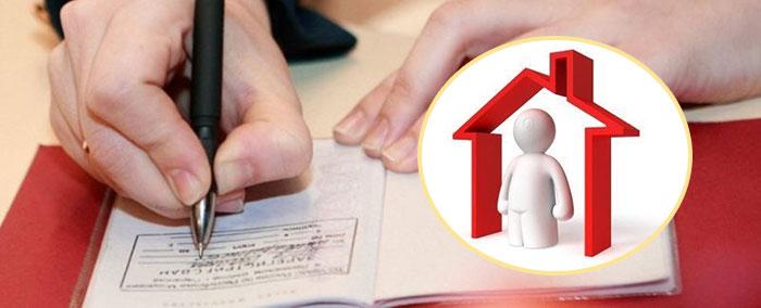 Оформление прописки в паспорте и человек в домике