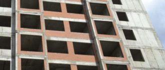 Строящийся дом без окон