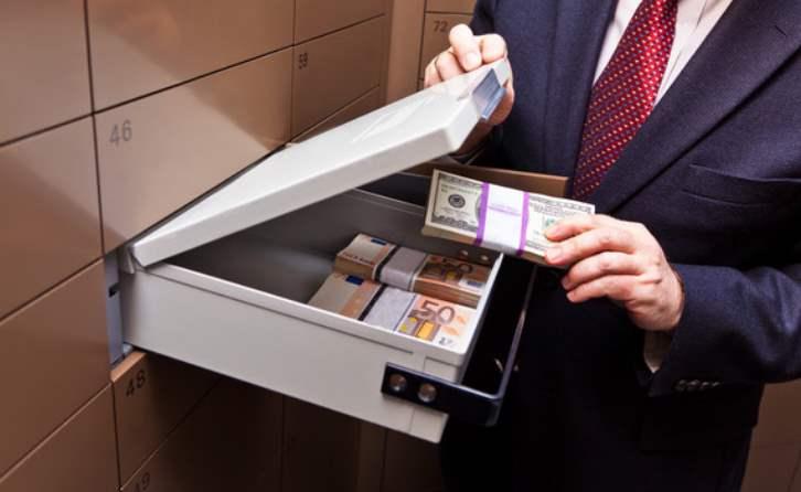 Насколько безопасно хранить деньги в банковской ячейке