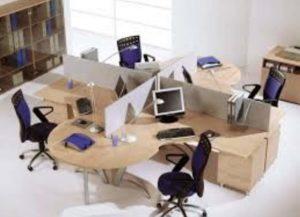 Один стол на 4 работника